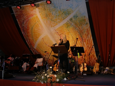 Vassula speaking at the Ecumenical Conference in Namur 2009