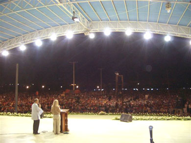 On stage in front of 400,000; Fr. Richie simultaneously translated Vassula's talk to Filipino